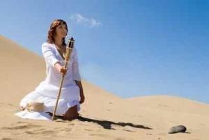 mujer-en-el-desierto