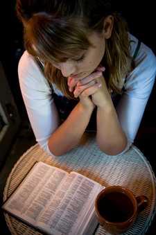 chica-leyendo-bible