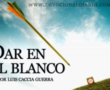 Dar en el blanco – Luis Caccia Guerra